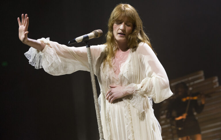 Florence and The Machine: Shake Your Soul